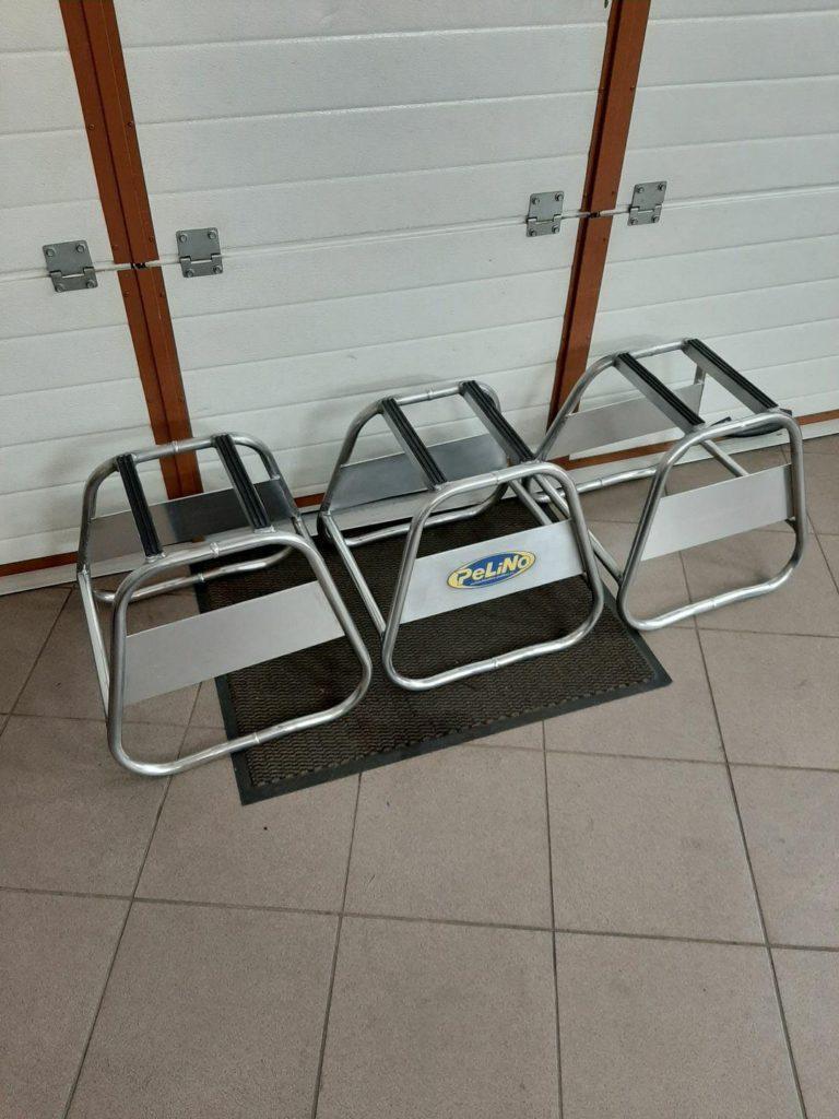 Kvalitní hliníkový MX stojan, je lehký a má skvělý design. Hodně místa na servis motorky ( např. výměna oleje)